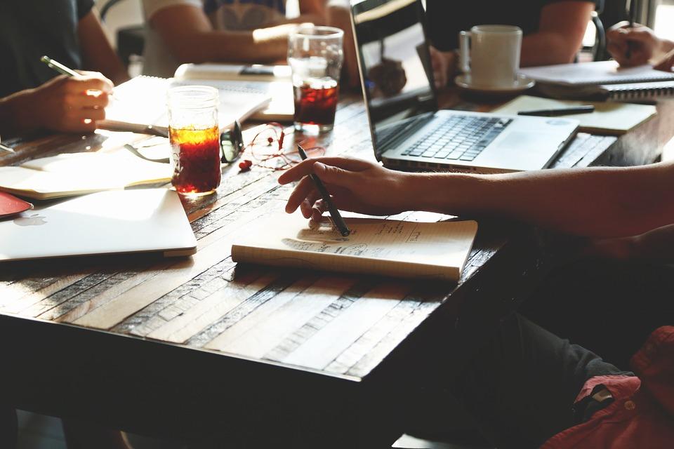 travailler dans un grand groupe ou dans une startup